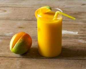 Fresh-mango-smoothie_01